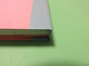 背は3面を板目表紙紙でつくって、製本テープで固定しています