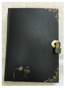 鍵付きの革装のエンディングノート